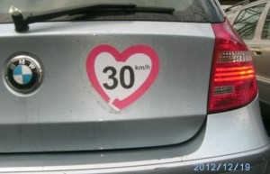 BMW mit Logo kleiner